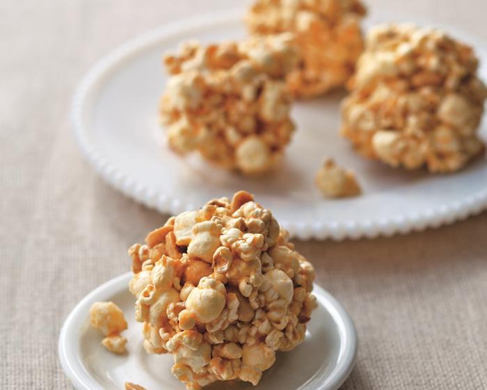 """""""Caramel"""" Popcorn-Peanut Balls"""
