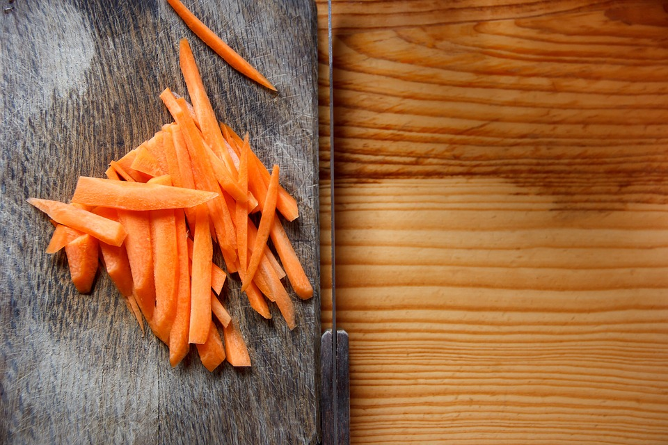 The Pros and Cons of Eating Raw Food