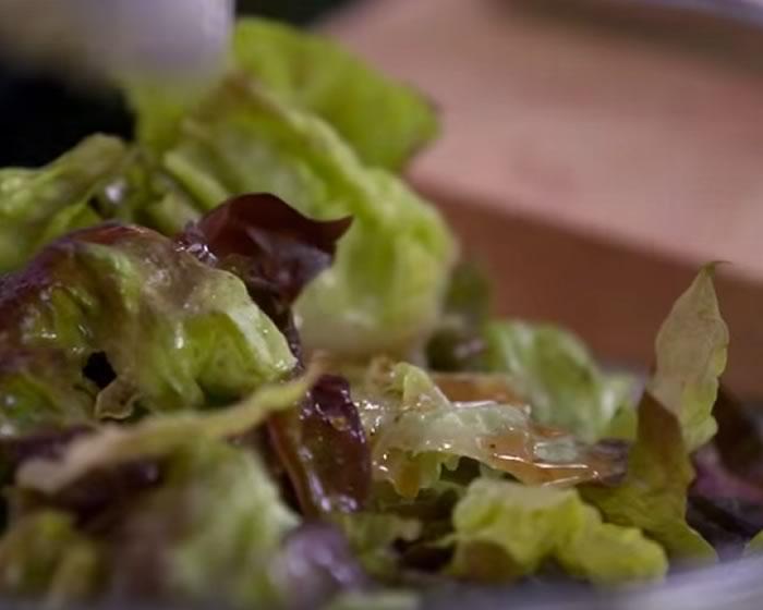 3 Ingredient Red Wine Vinaigrette Salad Dressing